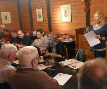 Monika Müri berichtet über die Gründung des Fördervereins Köhlerei Romoos