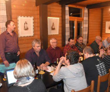 Gemeindepräsident Willi Pfulg überbringt die Grussworte der Gemeinde